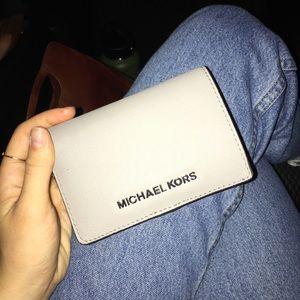 NWOT Light gray Michael Kors wallet